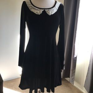 Vintage style long sleeve black dress.   Size M
